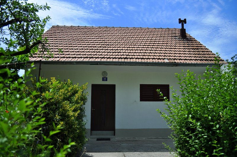 Whole house only for You-Rest & be near everything, holiday rental in Velim