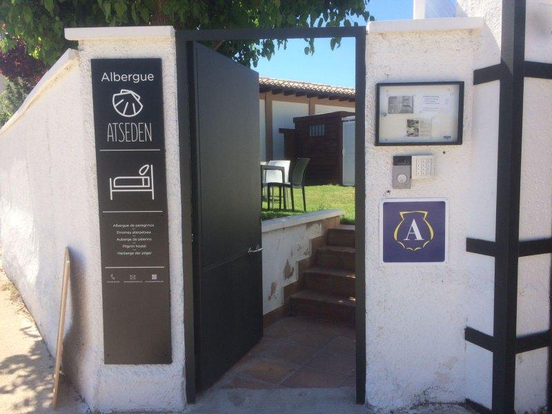 ALBERGUE - HOSTEL EN EL CAMINO SANTIAGO EN OBANOS (NAVARRA), location de vacances à Pitillas