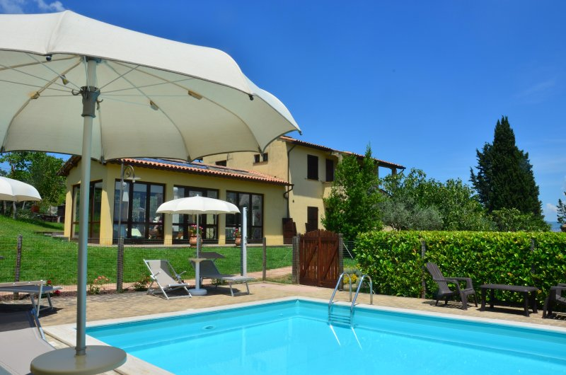 Charming apartments in the Umbrian countryside, holiday rental in Madonna della Pia