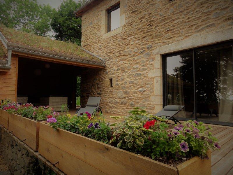 Le Domaine des Marequiers: le gite Aigremoine pour 8 personnes, holiday rental in La Canourgue