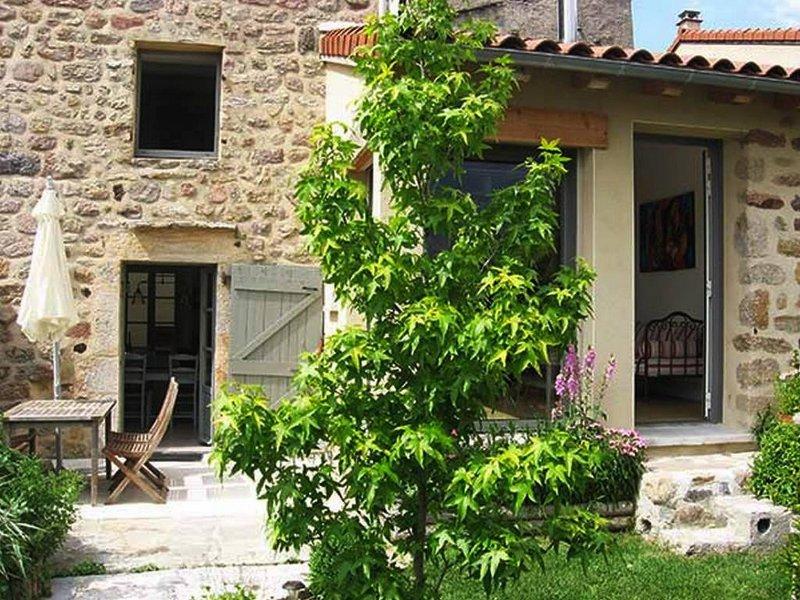 Au coeur du village maison avec jardinet, vakantiewoning in Lachapelle-Graillouse