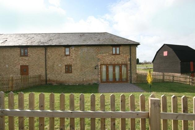 Ford End Farm - The Dryer Cottage, holiday rental in Weedon