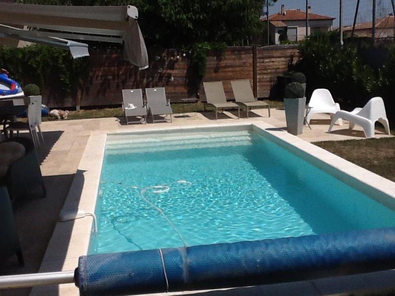 Maison avec piscine dans joli village du Luberon, aluguéis de temporada em Saint-Martin-de-la-Brasque