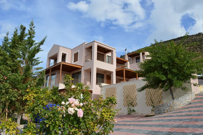 Youktas Villa with private pool, vacation rental in Heraklion