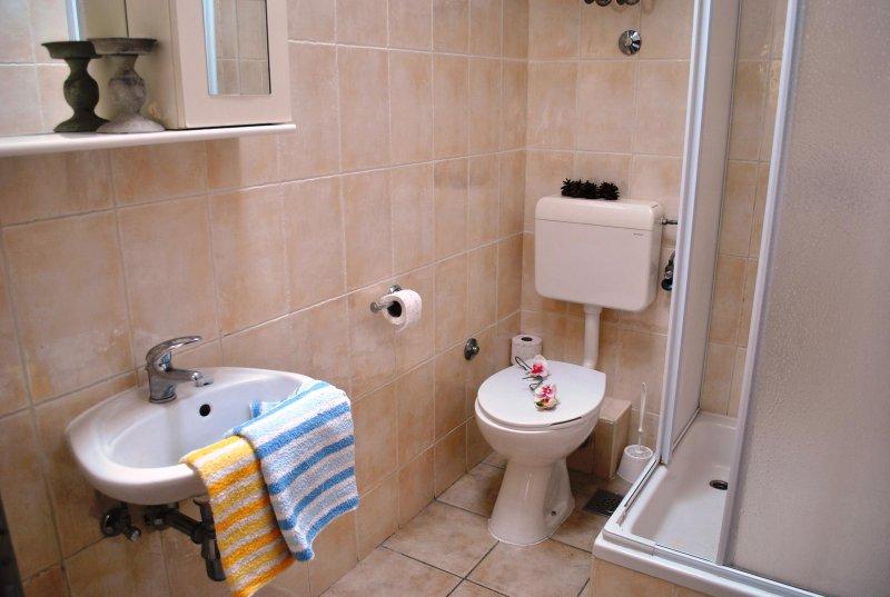 Salle de douche à l'étage supérieur