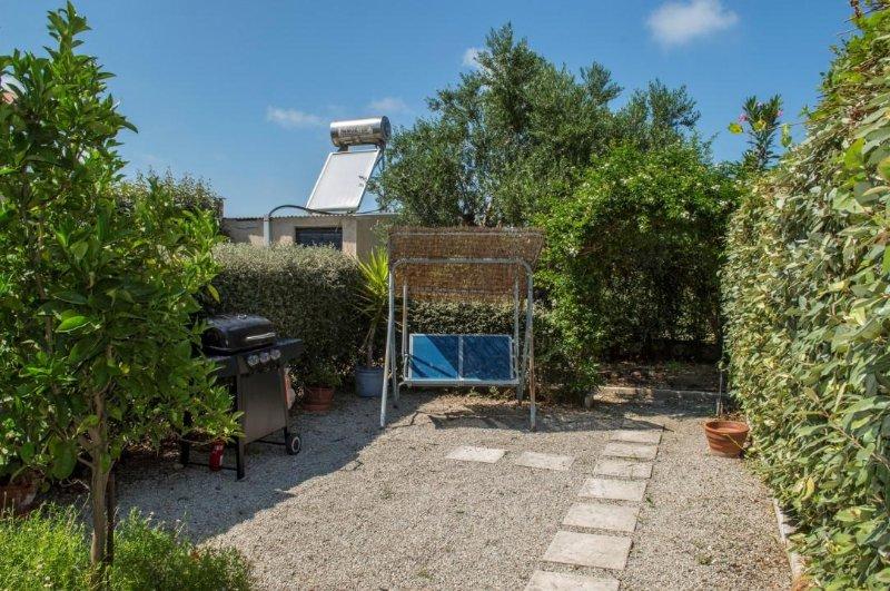 jardim exterior com churrasco