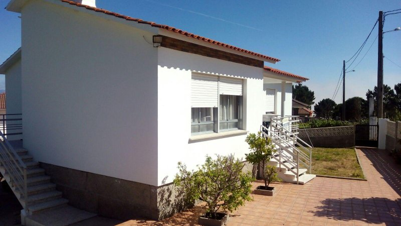 Chalé en Playa Montalvo (Sanxenxo). Gran capacidad., aluguéis de temporada em Outeiro