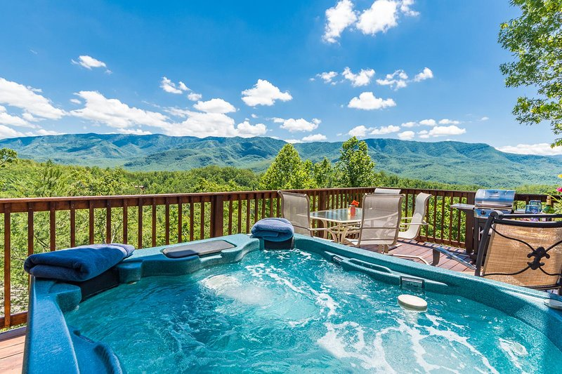 Fall Colors in the Mountains-Pet Friendly!!!, holiday rental in Gatlinburg