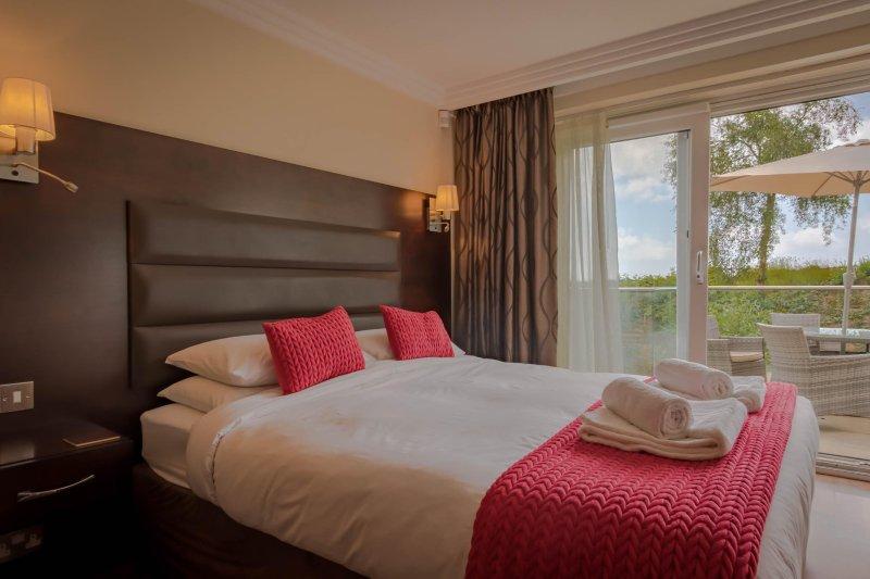 'Sea Quest' Studio Apartment with Sea Views, Walk to the Beach & Restaurants, alquiler vacacional en Bournemouth