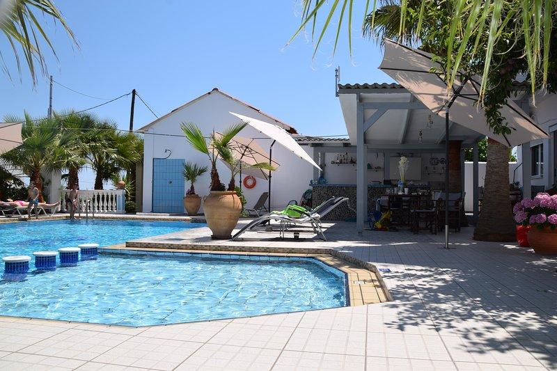 Apartments Blue & White, alquiler de vacaciones en Kamisiana