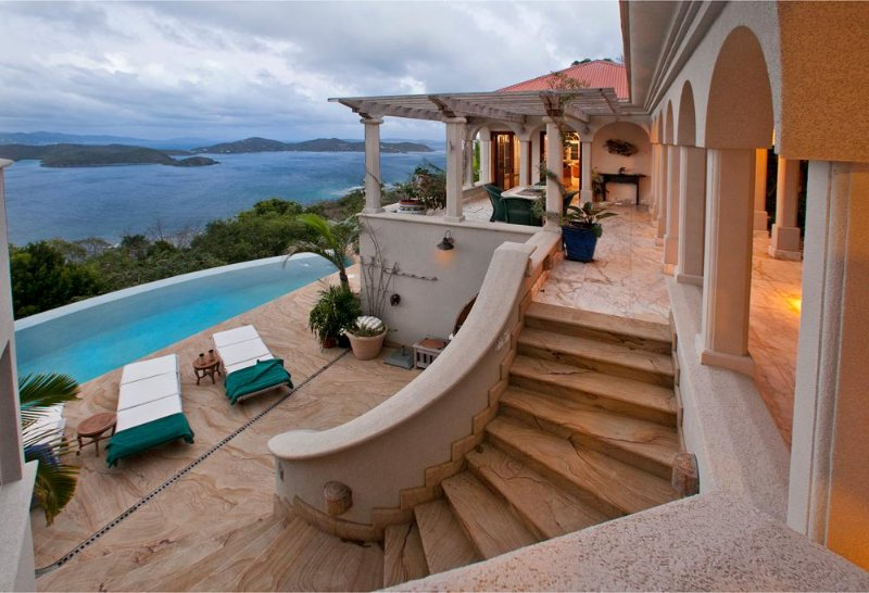 Villa Solemare-Exquisite Euro-inspired Vacation Villa in Coral Bay, location de vacances à East End