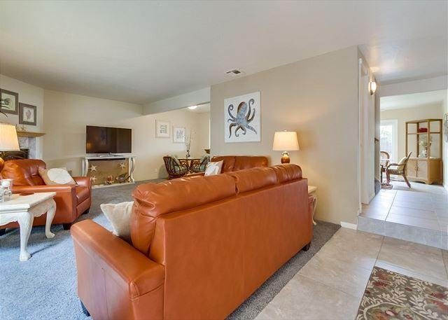 Spacious Living Room w/lots of seating and large screen TV