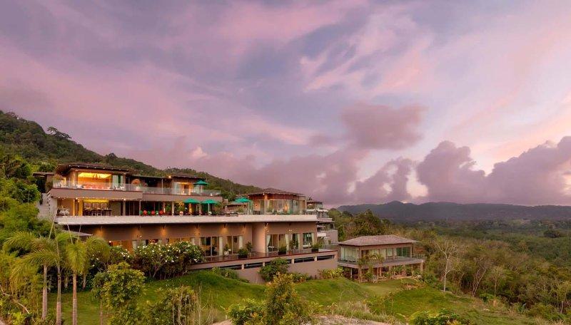 Modern Tropical Palace Villa, holiday rental in Kamala