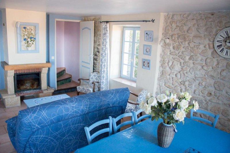 Gites au Monteil - location vacances dans un mas au milieu des vignes, vacation rental in St Just d'Ardeche