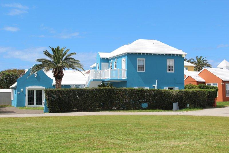 Seahorse Suites, holiday rental in Flatts Village