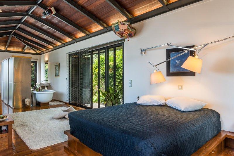 Artistic Private Pool Villa with gorgeous Gardens, alquiler de vacaciones en Creta