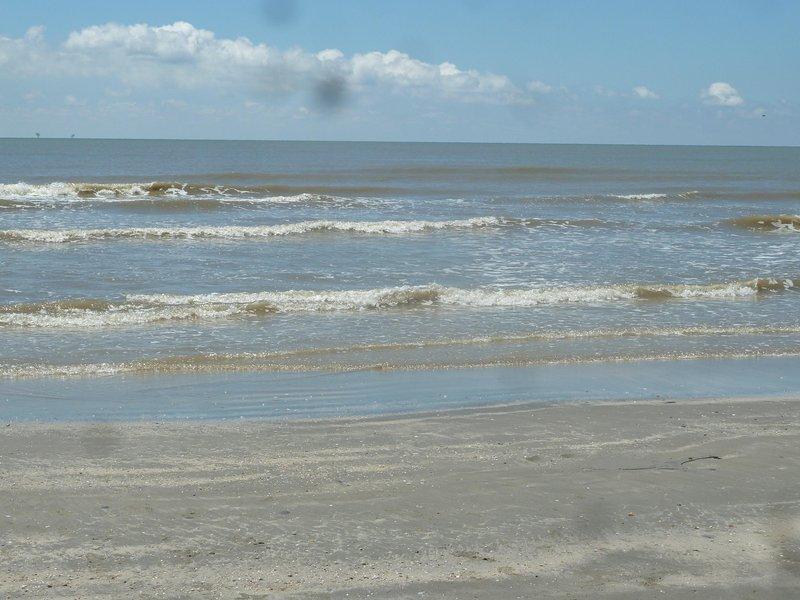 Maison se trouve à 2 pâtés de maisons de la plage! Venez faire quelques souvenirs sur Galveston Island!