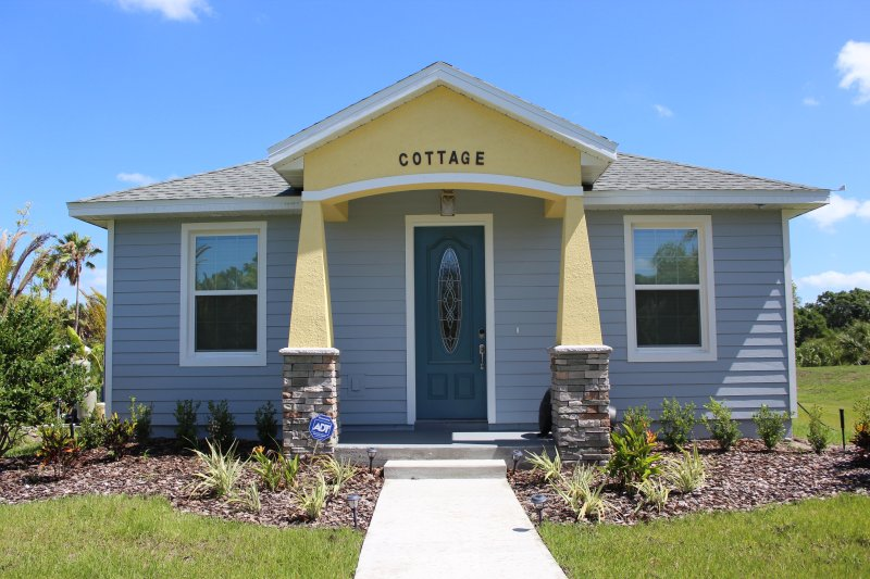 Two-Bedroom Gator Cottage, holiday rental in Chuluota