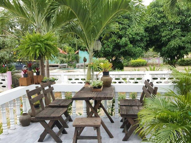 Baansansuk House at BoNok KuiBuri PraJuabKriKhan, alquiler vacacional en Tak