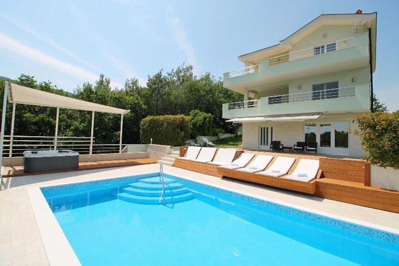 VILLA LOVRIC mit privatem 38 m2 Pool, Jacuzzi und Sauna
