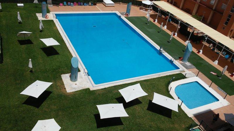 piscina comum disponíveis durante o verão. Piscina disponível durante a temporada de verão.