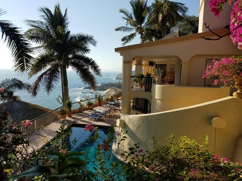 Villa Paraiso Aca, 6 bedroom 5 bath villa. With cook, maid and personal shopper, holiday rental in Acapulco