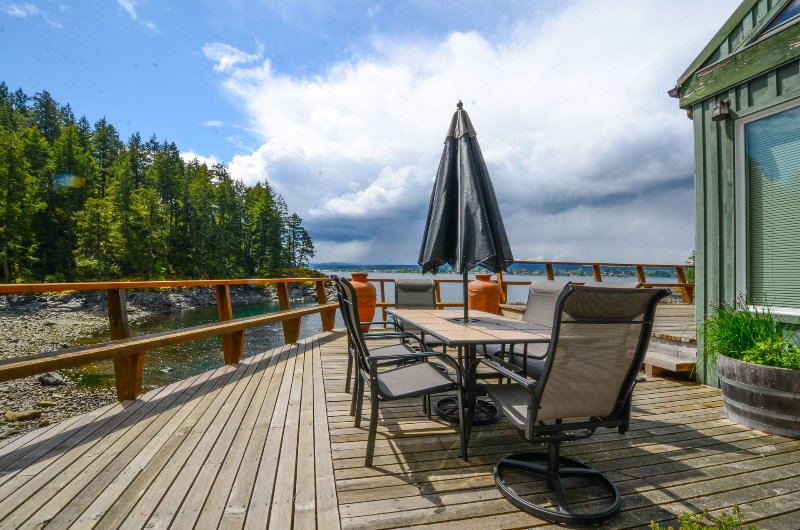 Discover the beauty of Quadra Island from this 3-bedroom, 3.5-bathroom Quathiaski Cove vacation rental house with sleeping accommodations for 6!