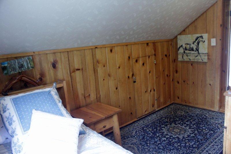 Espacio para otra cama de aire individual.
