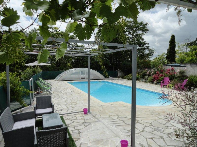 Le Mas Des Papillons-Gites du Lot - La Ferme, Ferienwohnung in Saint-Daunes