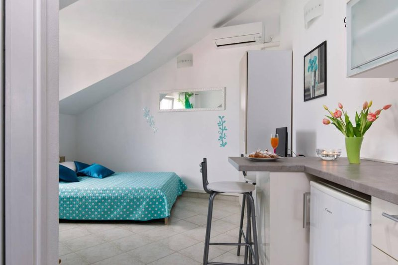 Studio apartment Della Croce 2, vacation rental in Sutivan