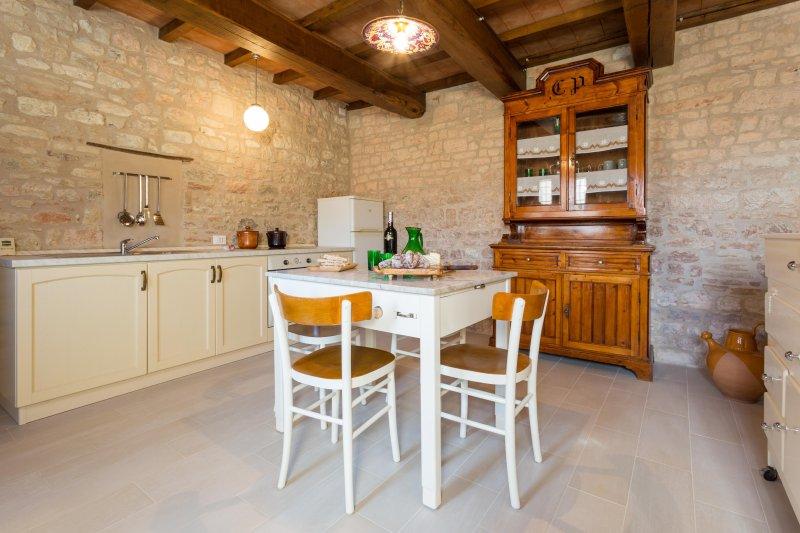 c'est la cuisine où vous pouvez voir la cuisinière
