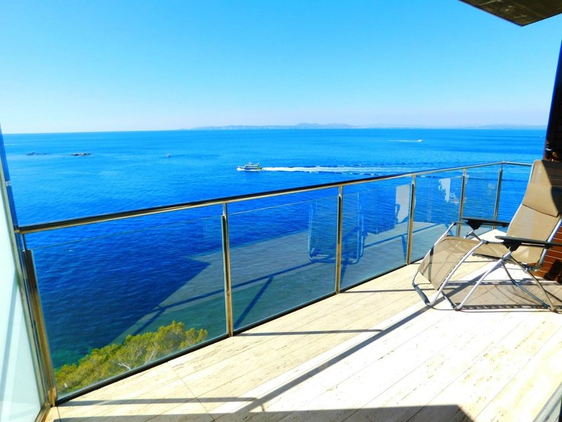Moderno apartamento de vacaciones con espectaculares vistas en Canyelles, Roses, holiday rental in Roses