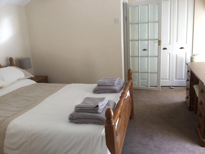 Ensuite double room with tv, south facing