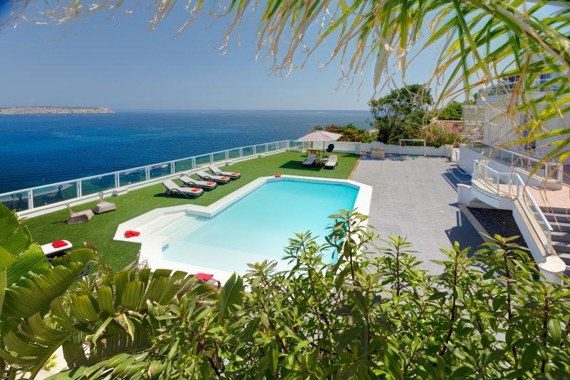 Villa Jasmine - 6 bedroom villa, Ferienwohnung in Mellieha