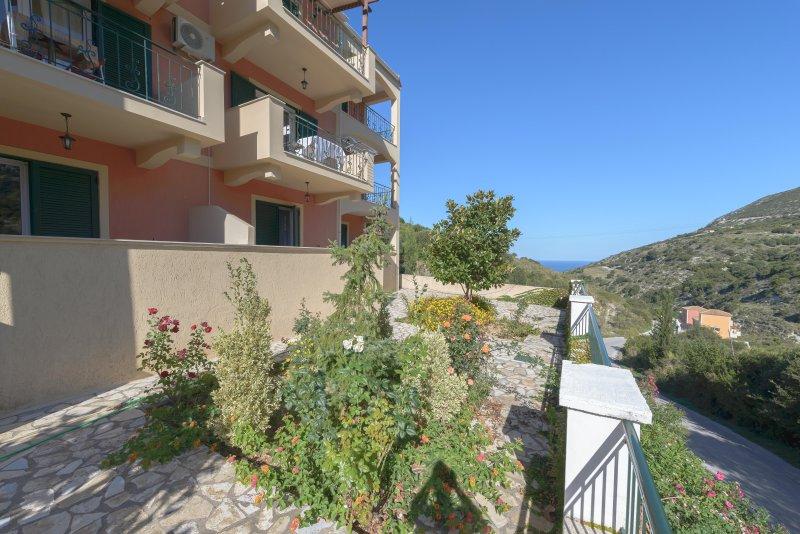Myrtos Cottages Ourania, vacation rental in Divarata