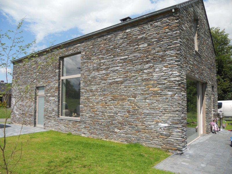 LE RENARD, mooi huis met haard en finse sauna, rolstoelvriendelijk, te Engreux, holiday rental in Recogne (Bastogne)