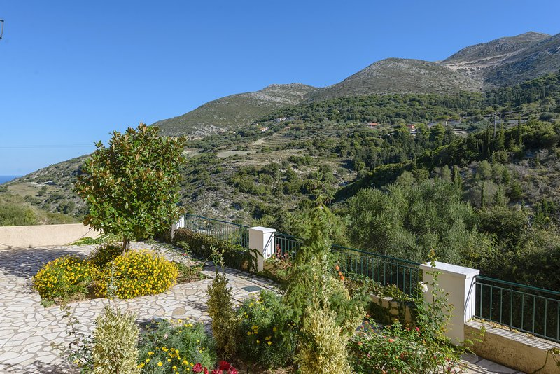 Myrtos Cottages Erato, vacation rental in Divarata