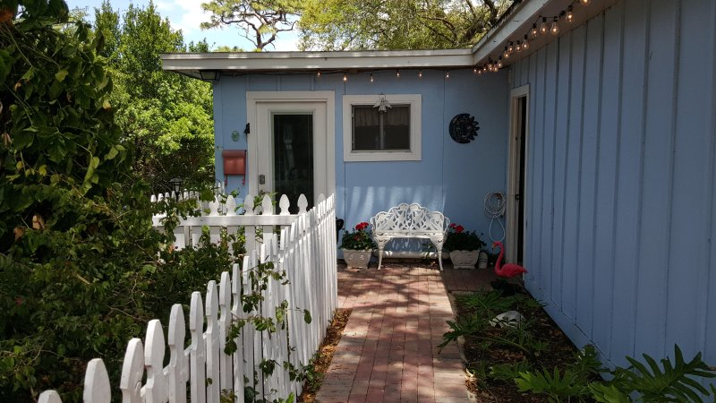 Pelican Cottage: A Tropical Paradise, holiday rental in Tarpon Springs