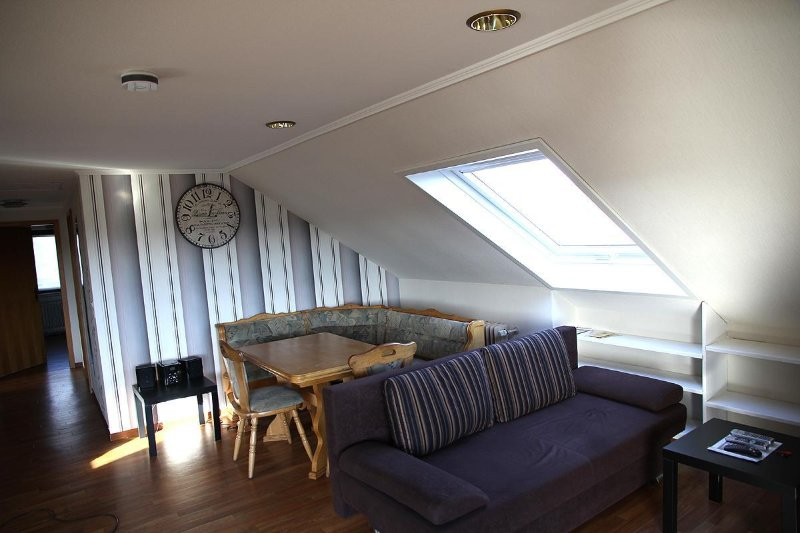 Appartement mit Balkon und Fernsicht, vacation rental in Buechenbeuren