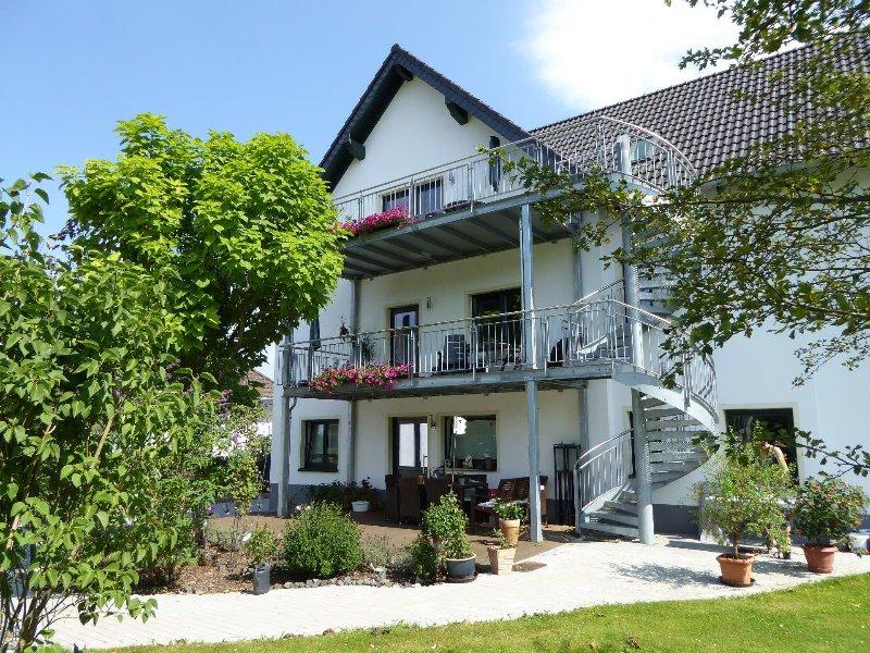 Werners Ferienwohnung/Doppelzimmer, holiday rental in Rech