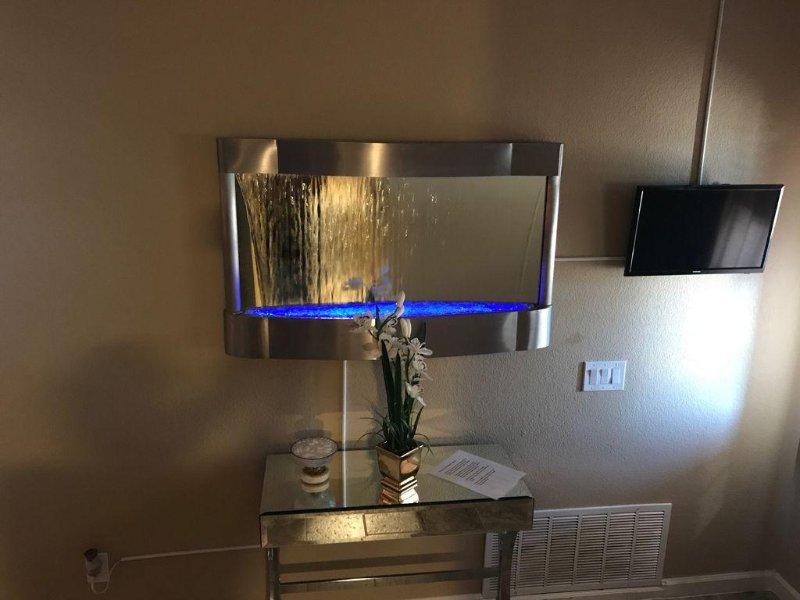 LED parede espelho fonte, mesa espelho e balas frescas. :)
