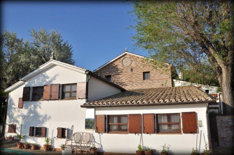 GUFO - Appartamento - Vista mare e colline - a lato della piscina, vacation rental in Scapezzano