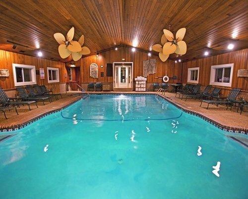 piscina cubierta y sauna