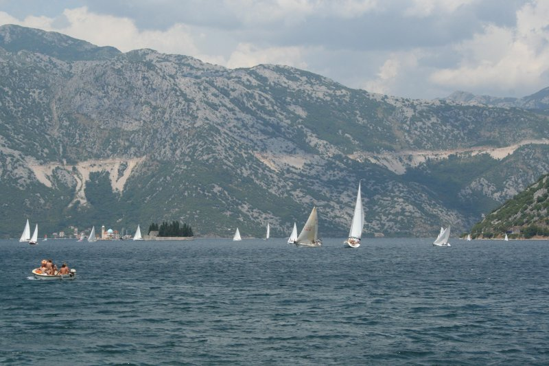 Apartment closed the sea with a great view, vacation rental in Tivat Municipality