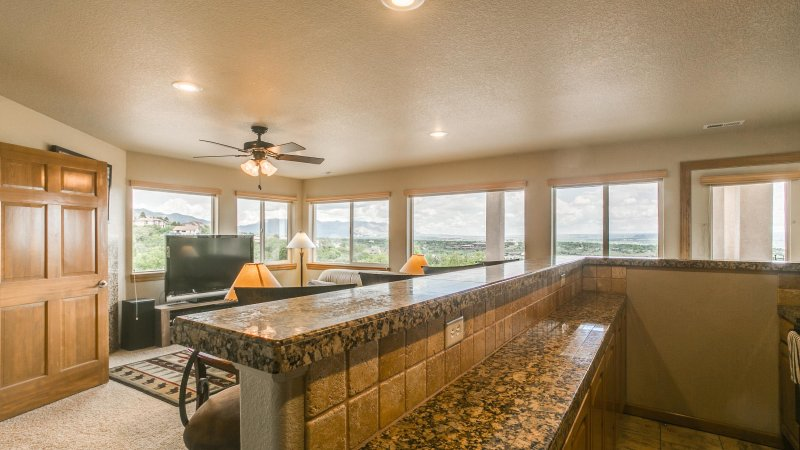 On Cliff Overlooking City . Mountain views and city lights, holiday rental in Fort Carson