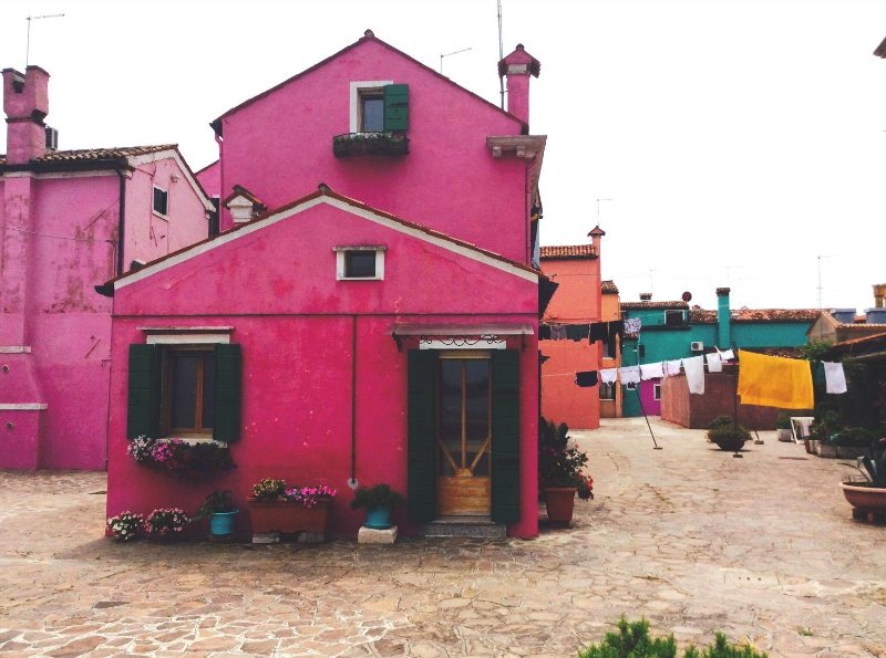 Traditional, art-filled, pink waterfront house,  great views, close to Venice., alquiler de vacaciones en Torcello