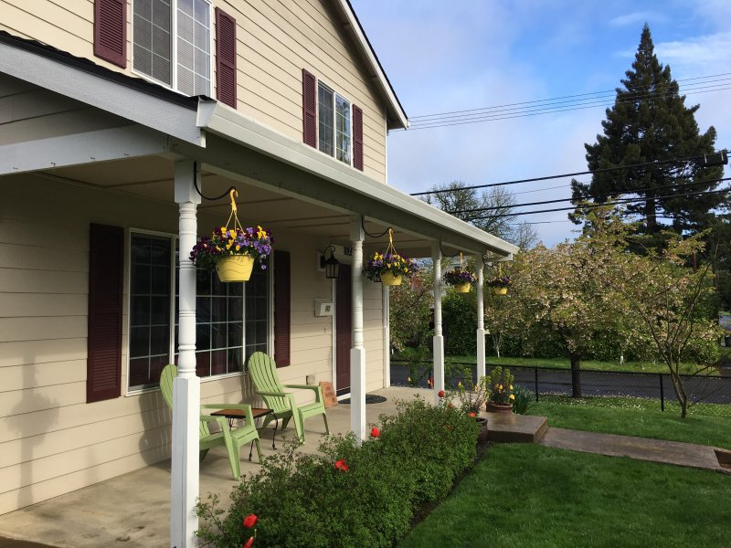 The Pastry Ranch, a Sweet & Delicious Home in the Heart of Oregon Wine Country, holiday rental in Yamhill