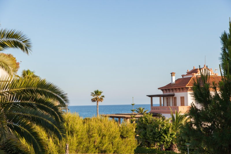 Villa Sitges Tupinetti: 100 meters from the beach and 800 meters from the center of Sitges.
