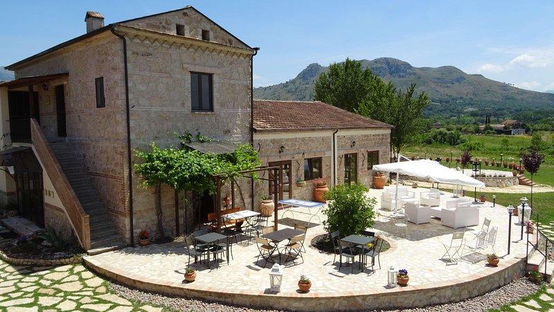 AGRITURISMO IL PIOPPETO - Monolocale Azalea, holiday rental in Sant'Elia Fiumerapido