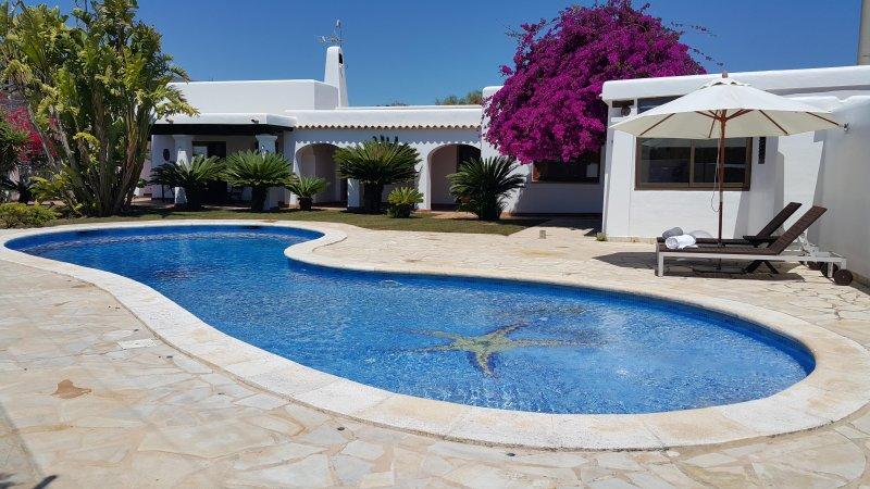 Casa de 4 habitaciones dobles, con piscina a 5 minutos Pacha, 10 minutos Ibiza, location de vacances à Nuestra Senora de Jesus